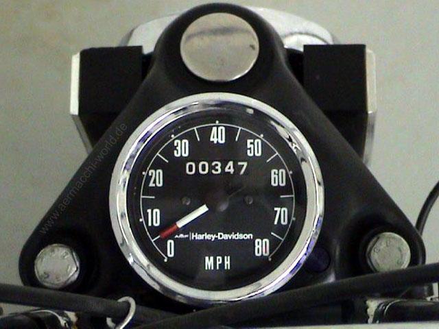 x90-1975-blue-cockpit